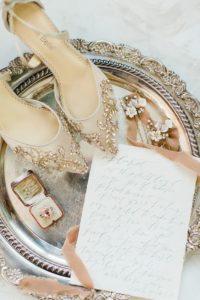 vassoio e scarpe vintage anello di fidanzamento