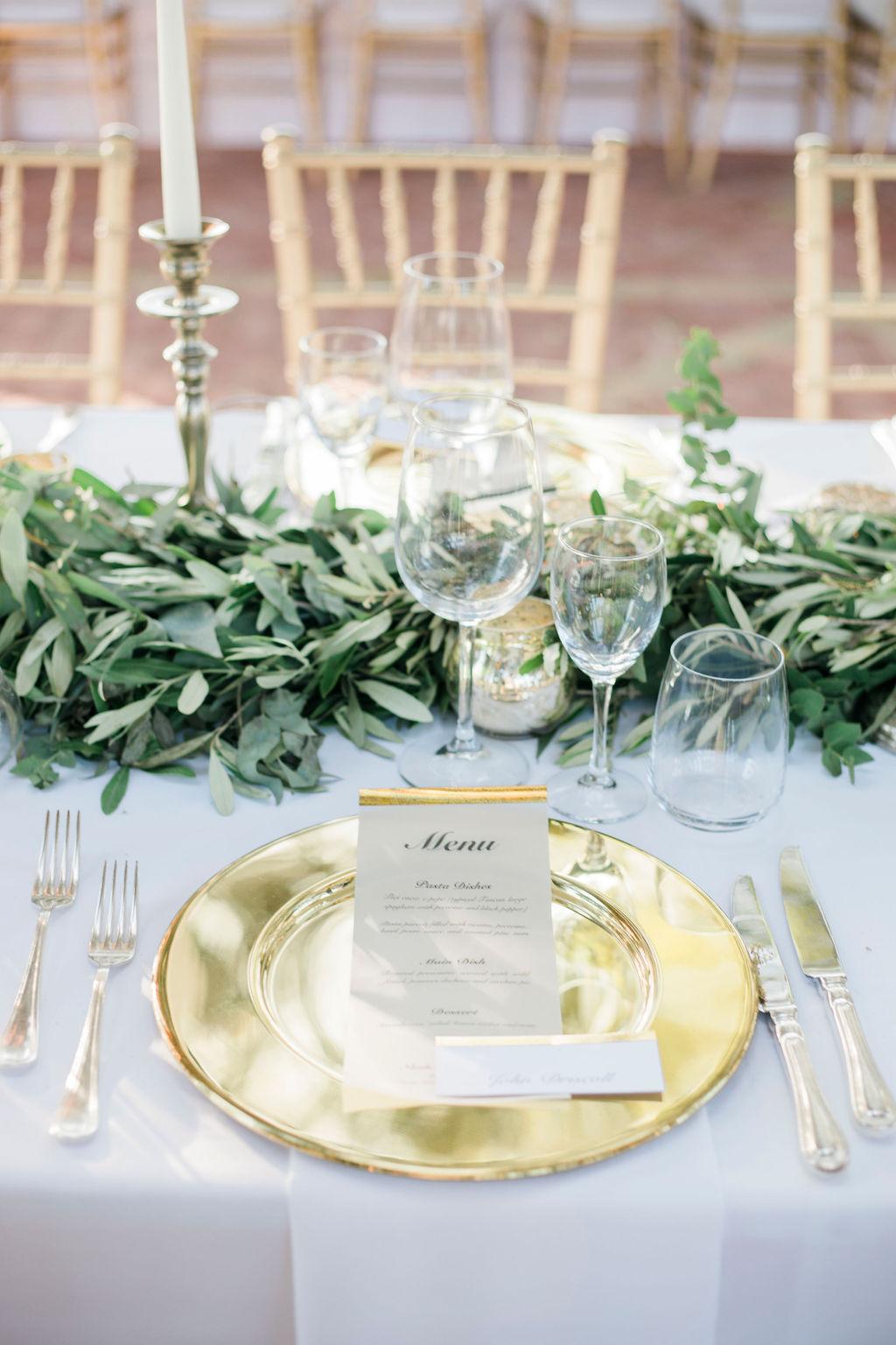 elegant wedding table set, gold wedding menu, gold wedding details, gold wedding table setting,