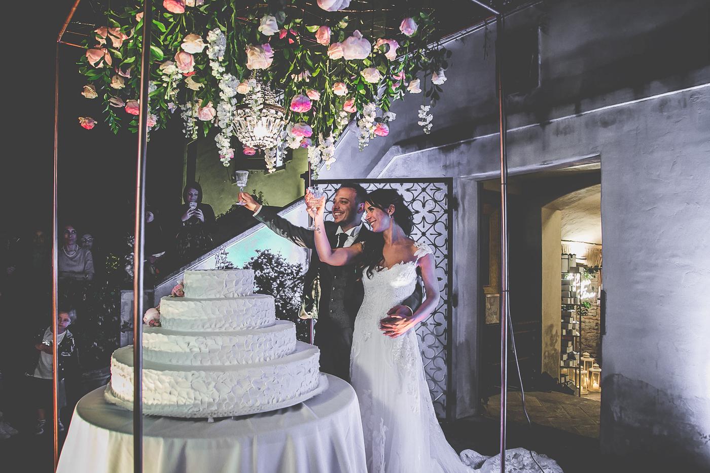 matrimonio elegante, matrimonio in villa, matrimonio in emilia romagna, wedding cutting cake inspiration, italian wedding inspiration, taglio torta elgante, astonishing cutting cake