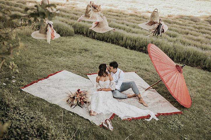 destination wedding in italy, country wedding inspiration, boho wedding inspo, matrimonio all'aperto, matrimonio photobooth, wedding elopment in italy,