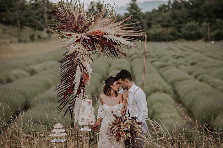 wedding backdrop, wedding cutting cake backdrop, backdrop taglio torta, matrimonio campo lavanda, matrimonio lavanda, matrimonio boho chic, matrimonio fiore secco